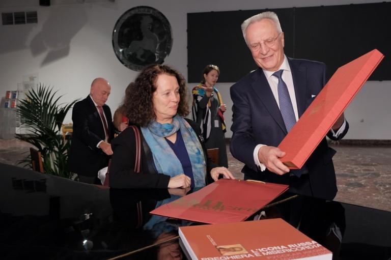 Музей русской иконы посетила посол Франции в РФ